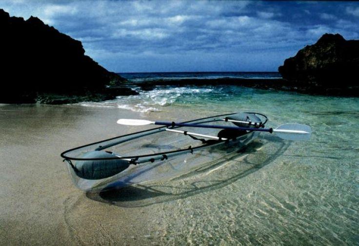 Los visitantes pueden explorar la bahía bioluminiscente en paddlecraft transparente - Vieques - Puerto Rico