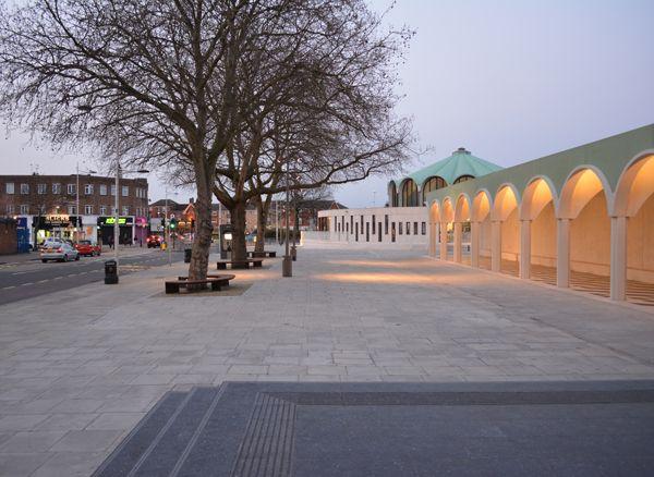 Barkingside Town Square : DK-CM