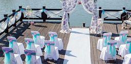 """Нежнейшая свадьба в стиле шебби-шик на пристани парк-отеля """"Грумант"""". Цветочные принты, пастельные тона, свечи, кружево и клетки."""