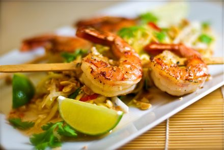 Grilled Green Shrimp    1/3 cup chopped parsley  1/3 cup chopped basil  2 garlic cloves, minced  4 teaspoons extra virgin olive oil  3/4 teaspoon salt  1/4 teaspoon fresh ground pepper  11/2 lbs large shrimp, peeled and deveined      1 To prepare the marinade, combine the parsley, basil, garlic, oil, salt and pepper in a zip-close plastic bag. Add the shrimp. Refrigerate, turning the bag occasionally, 1 hour to overnight.  2 Spray a nonstick ridge grill pan with nonstick spray and set…