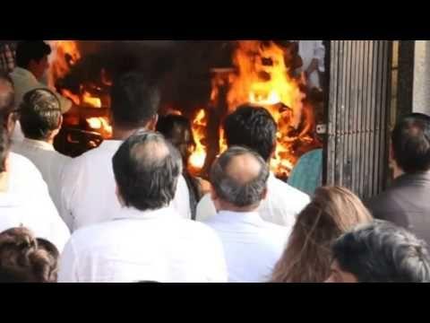 البوز في البحرين -अतम यतर Amitabh Bachchan And Other Bollywood Celebs Attend Vinod Khanna's Funeral