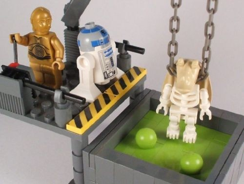 The Lonesome Death of Jar Jar Binks by Luke Chapman | LEGO Star Wars C-3PO , R2-D2 & Skeleton Jar-Jar Binks Minifigs