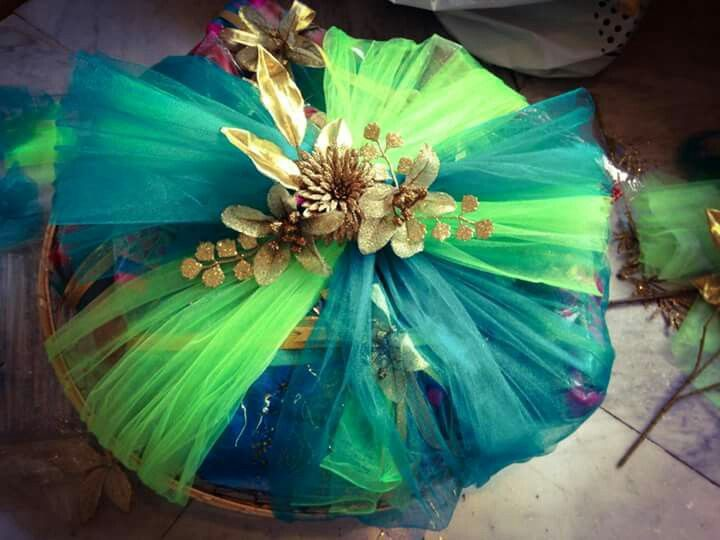 vibrant usage of net to create a beautiful gift