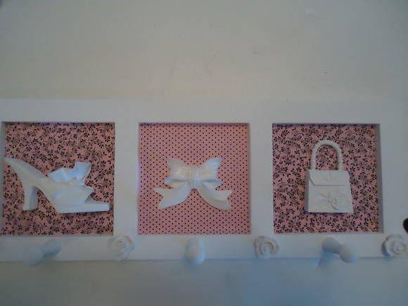 Cabideiro decorado em tecido  pronta entrega - rosa com marrom (foto) e azul com rosa  Cor e apliques variados.  16X44 R$ 47,00