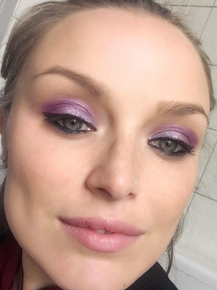Look del giorno  #bellezzaprecaria #lookdelgiorno #truccodelgiorno #makeupdelgiorno #look #lookoftheday #makeup #makeupoftheday #makeupaddict #muotd #tdg #beauty #beautyblog #beautyblogger #blog #blogger #eyeshadow #eyesmakeup #eyeliner