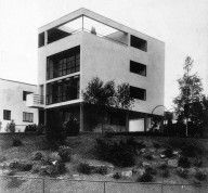 This house reminds me of a house that sits high along M22 on the Leelanau Peninsula in northern Michigan. Le Corbusier / France / Maison Citrohan Project / 1920