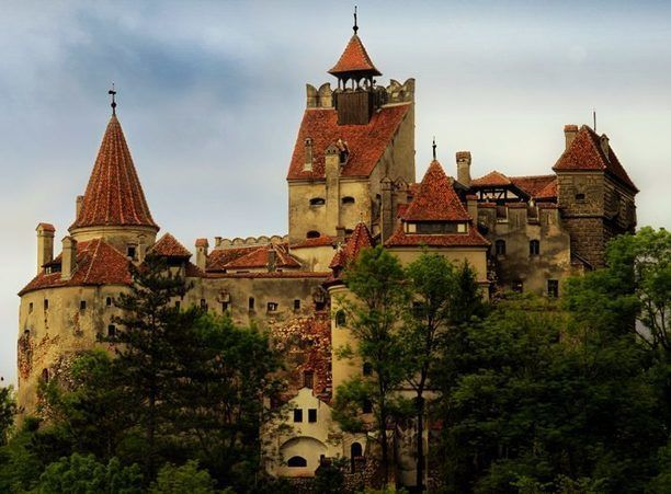 Situated in the Rucar – Bran Pass, 30 km far from Brasov city, Bran Castle is one of the most famous castle from Romania. http://www.discoveringtransylvania.ro/castles/bran-castle/ #Bran #BranCastle