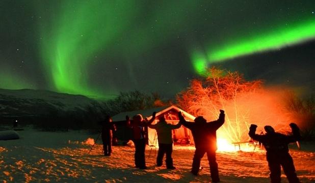 Goana după aurora boreală: a petrecut 3 ierni în Laponia pentru a captura imagini nemaivăzute (VIDEO)
