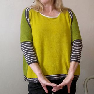 FF backward is a modern oversized pullover with fitted sleeves. The construction is very simple. It's basic shape gives a lot of possibilities for striping or other colorwork motifs.
