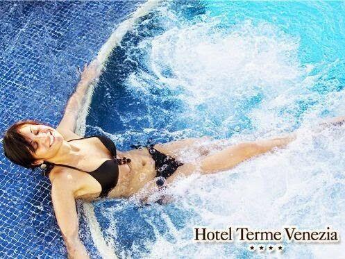 Whirlpool circuit - piscina esterna.  #abano #terme #termevenezia www.termevenezia.it