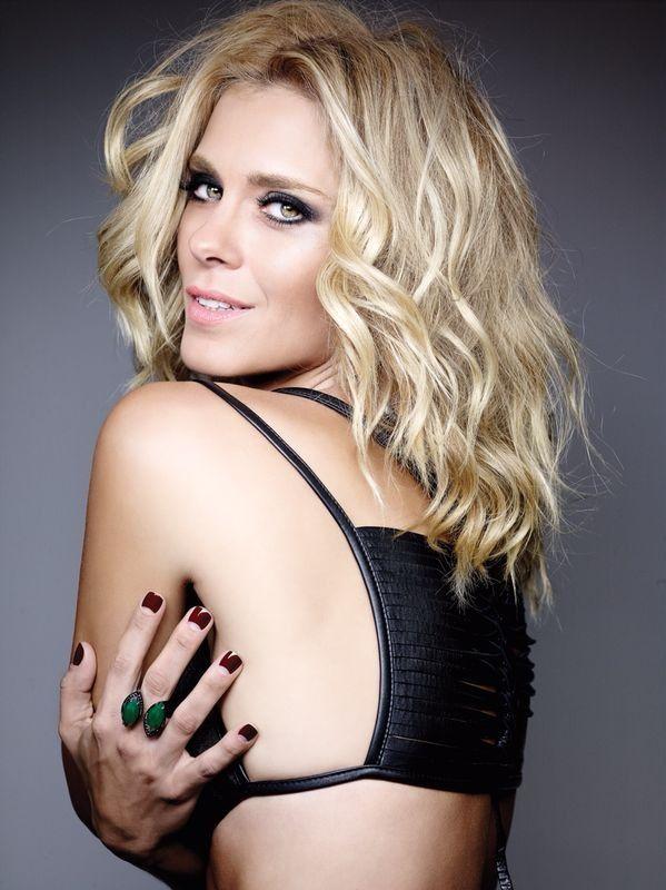 Superstar Carolina Dieckmann by Marco Antonio de Biaggi make Kaká Moraes style Dudu Farias foto Andre Schiliro , capa de fevereiro Revista Cabelos & Cia