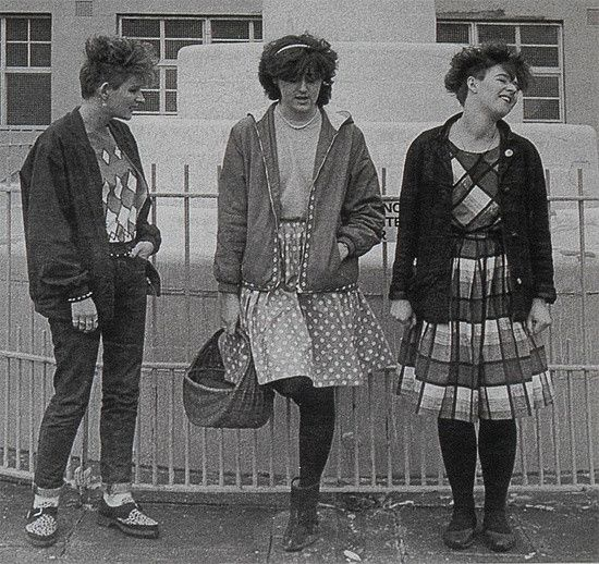 British post-punk/indie pop band formed in 1980 in Hatfield, United Kingdom and disbanded in 1983.  Members :  Jane Fox (bass) Georgina Hartman (vocals, percussion) Alice Fox (vocals, percussion) Tracey Thorn (guitar, vocals)