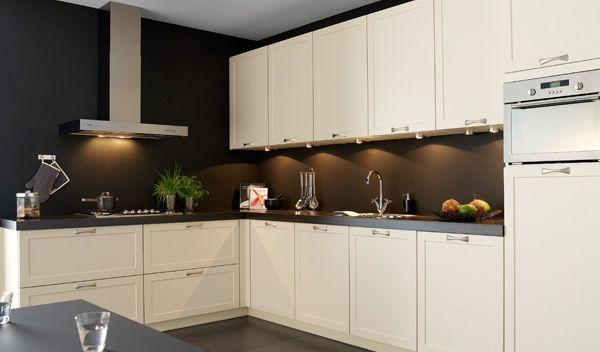 Eenvoud Pelican Vanile http://www.tulpkeukens.nl/keukens/eenvoud/eenvoud-pelican-vanile/