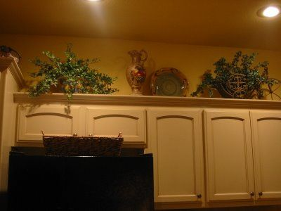 Ideas on how to decorate above your kitchen cabinets for for Above cupboard decoration ideas