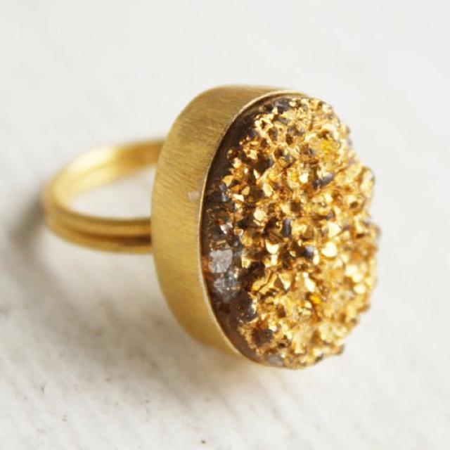 gold druzy ring. so glamorous!