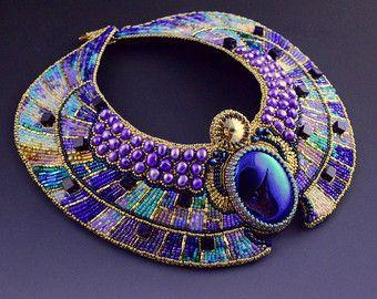 Conjunto pendientes y collar de escarabajo por LuxVivensFashion                                                                                                                                                                                 Más