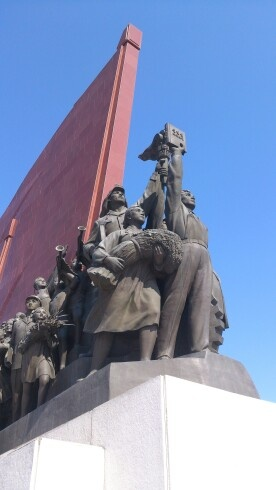 Back to work tomorrow... Rubbish... Not to worry this sculpture from Pyongyang always inspires me to work harder!!!
