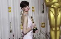 Anne Hathaway Wears Vegan Giuseppe Zanotti Shoes to Oscars