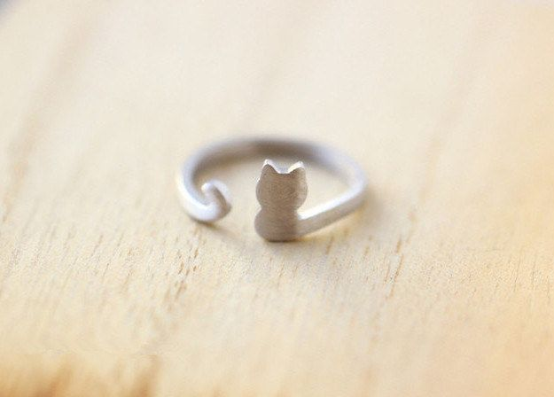 "Wear this Purrfectly Cute Ring | Community Post: 17 Fab Things For The Hip And Cool ""Crazy Cat Lady"" - - Much wants!"