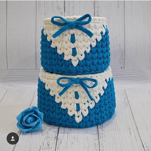 "@applewhitecrochet on Instagram: ""By @korzinki_hand_made #crochê #croché #ganchillo #ganchilloxxl #ganchillocreativo #fiodemalha #fiosdemalha #virkning #virka #tshirtyarn…"""