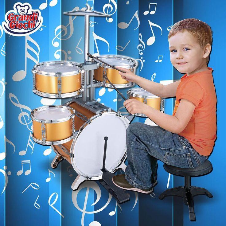 """La """"Batteria con sgabello"""" Grandi Giochi è il regalo ideale per i bambini che si avvicinano alla musica 🎶. La confezione contiene una grancassa e pedale, due tamburi medi, le bacchette, due tamburi piccoli, un piatto e uno sgabello. Lasciate che i vostri bambini sfoghino la loro creatività musicale con la batteria rock star! Solo nei migliori negozi di giocattoli. #BatteriaConSgabello #GrandiGiochi #GiochiPerBambini #giochi #bambini #musica #batteria #creativita #Natale2016 #RegaiNatale…"""
