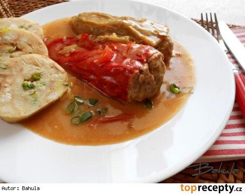 Plněné papriky v pikantní omáčce