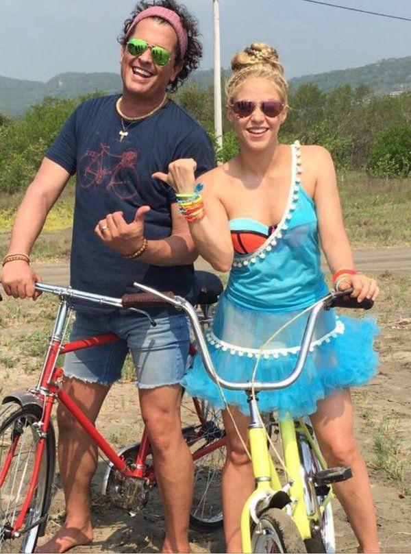 """Shakira y Carlos Vives ◘◘ Empezando el recorrido en """"la bicicleta"""" ◘◘ Going for a ride on """"La Bicicleta"""" ◘◘ 20/05/2016"""