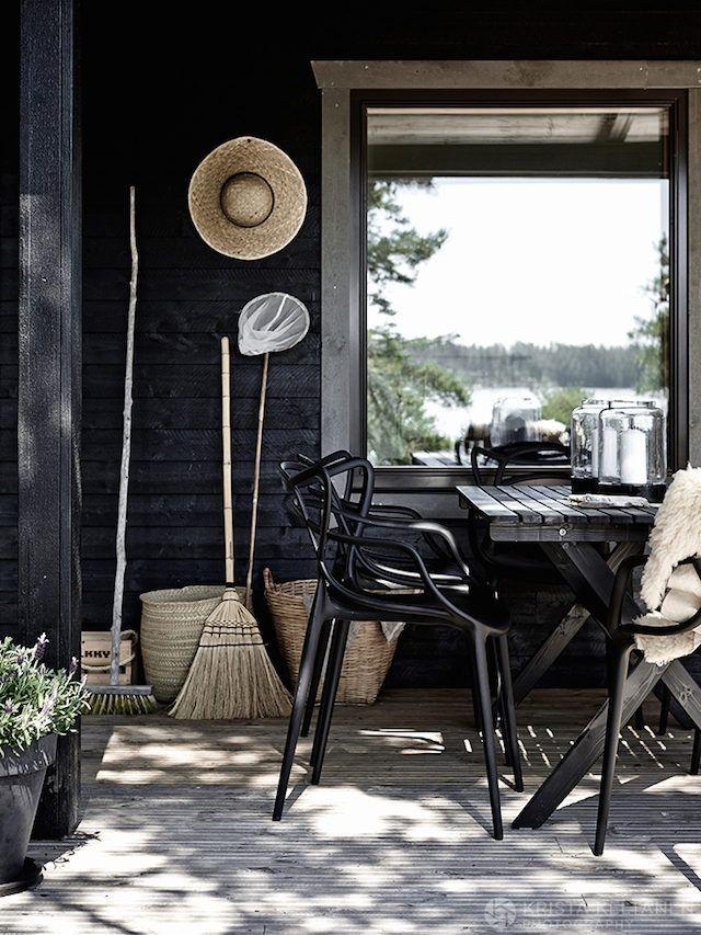 An idyllic Finnish cabin in the Inkoo archipelago. Photo: Krista Keltanen.
