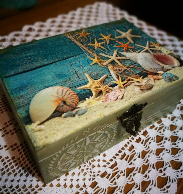"""A nyári tengerparti emlékek összegyűjtésére készült """"emlékdoboz"""" dekupázsolva. / decoupage technik, wooden box, beach,holiday / memory box"""