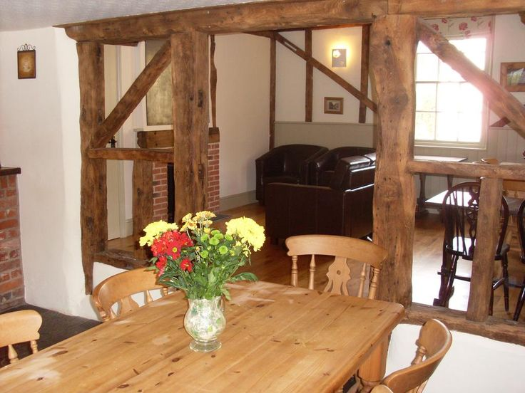 £55 The Bridge Street Rose & Crown offers accommodation close to Lavenham and Long Melford. Free private parking is available on site.