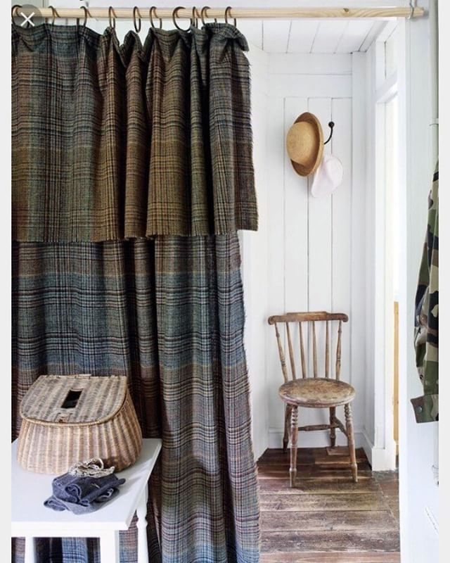 Solución:  en lugar de puerta, cortina escocesa !  #entrancehall #hall# countryhouse #ideas #interiordecor #interiordesign #fabrics #plaid #tartan @palmiradecoracion