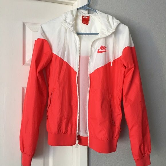 Gorgeous Nike women's windbreaker Only worn once! Nike women's windbreaker, so comfortable and in perfect condition Nike Jackets & Coats