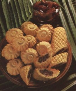 Klaicha ~ Iraqi date-filled biscuits