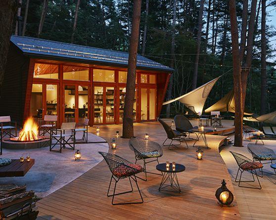 星野リゾートで今年開業する3施設と、来年開業予定の2施設をご紹介いたします。「グランピングリゾート」という新しいコンセプトの施設「星のや富士」では自然環境を楽しみつくす贅沢なリゾート滞在を、鬼怒川の渓流に面した林の中に立つ「界 鬼怒川」では栃木の自然と文化を、北大路魯山人など多くの文化人が逗留した旧白銀屋を改築した「界 加賀」では、伝統とモダンが融合した滞在を。それぞれの個性あふれる施設で地域の魅力をご堪能ください。