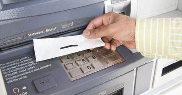 Cómo hacer depósitos en cajeros automáticos que no pertenecen a tu banco. Si no puedes depositar dinero durante el horario bancario, puedes hacerlo usando un cajero automático y tu tarjeta del mismo. En algunos casos, también puedes hacer depósitos en cajeros que no estén asociados con tu banco. Para realizar dichos depósitos, tu banco debe permitir realizar depósitos en cajeros automáticos de otros bancos y tu tarjeta ...