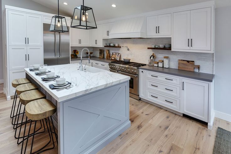 With a coastal kitchen, every day can feel like a vacation!  Soothing colors, sea-inspired accents, and hardwood furniture are key to this aesthetic. White countertops and cabinets can brighten up the room to call to mind sunny beach days, while a color palette of pale blues and sea-foam green are reminiscent of ocean waves. Choose subtle, soothing lights to illuminate the space in concert with the soft colors. For furniture, look for wood that is unfinished or has a natural stain.