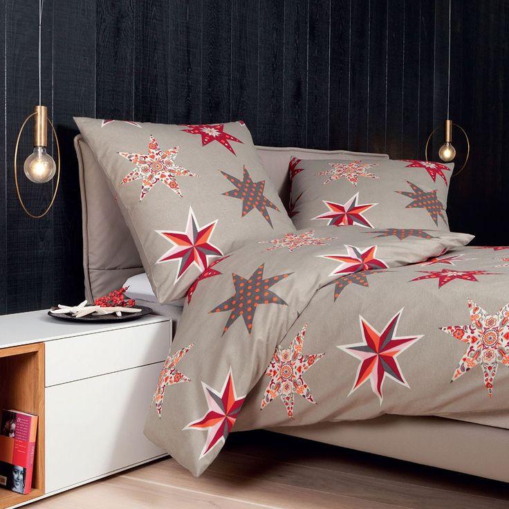 Janine Biber Bettwäsche Davos 6506-01 in flauschig warmer Baumwolle. Gemusterte Sterne zieren jedes Bett auf schöne Weise. Das warme Material ist kuschelig weich und eignet sich bestens in den kalten Nächten. Die Winterbettwäsche verwöhnt gekonnt. www.bettwaren-shop.de