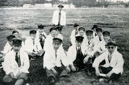 測量隊の人たちの写真