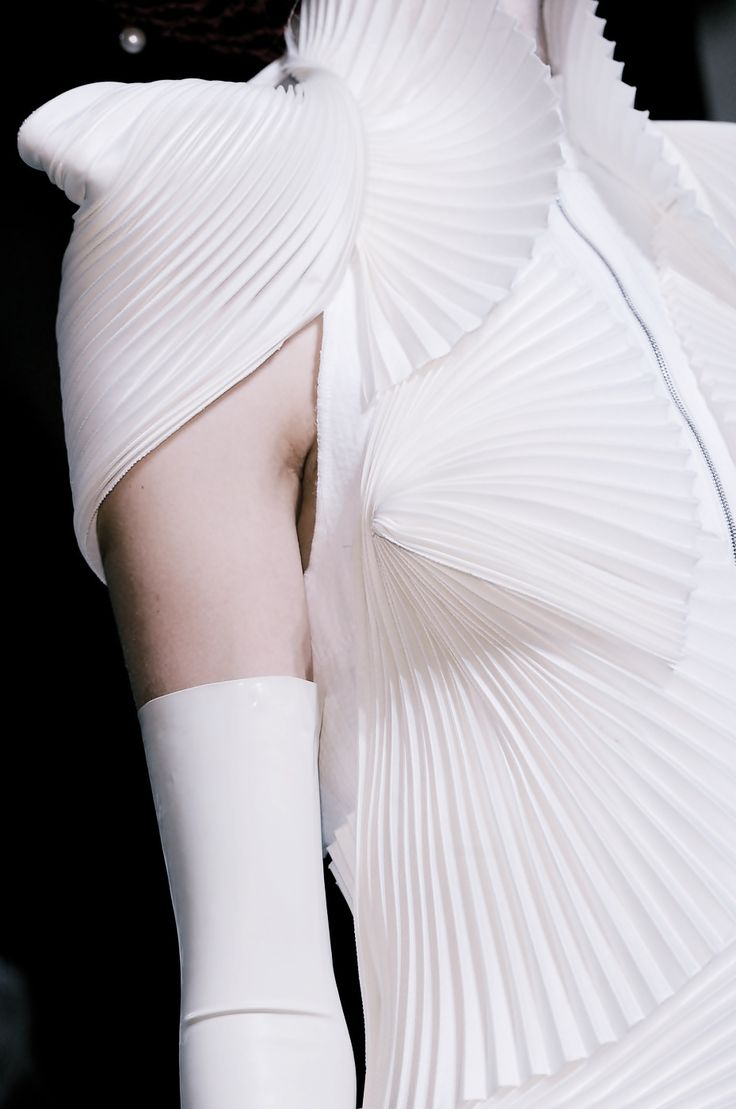 What can be done with accordion pleats: Tom Browne 2014 at KG Details in Fashion