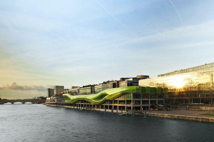 Les Docks - Cité de la Mode et du Design a été construite en 1907 par l'architecte Georges Morin-Goustiaux comme entrepôt industriel pour le Port de Paris, c'est l'une des premières constructions en structure béton armé à Paris.