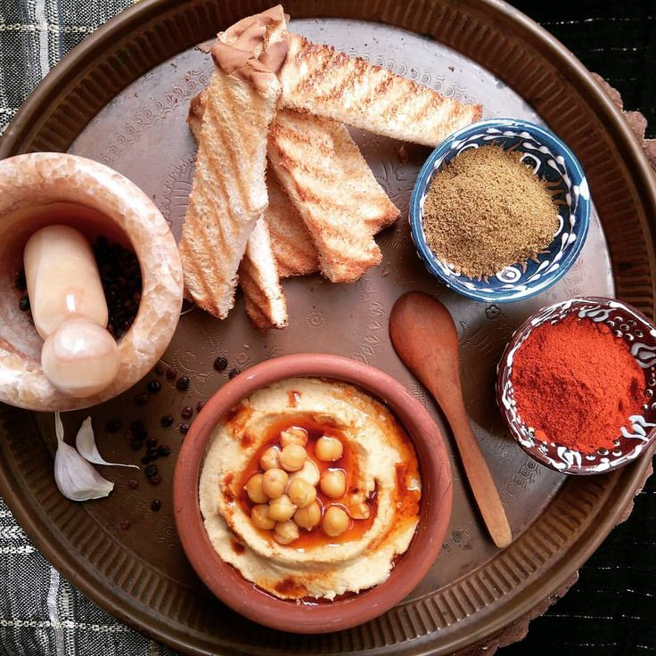 Hummus / Humus / タヒニのフムス Ingredients 2 cup chickpeas ½ cup tahini 5 garlic cloves 2 tsp. cumin 1 tsp.salt 2 tbsp.extra virgin olive oil ½ tbs. red pepper 1,5 lemons juice Directions The night before, put the chickpeas in a large bowl and cover them...