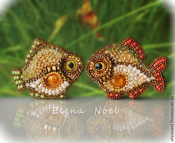 Купить Речные рыбки вышитые броши (янтарь, жемчуг, золотой бисер 24K) - рыбка