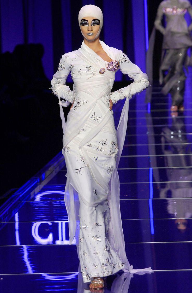 2004 Haute Couture Fashion Show Christian Dior Paris Egyptian Inspiration Pinterest