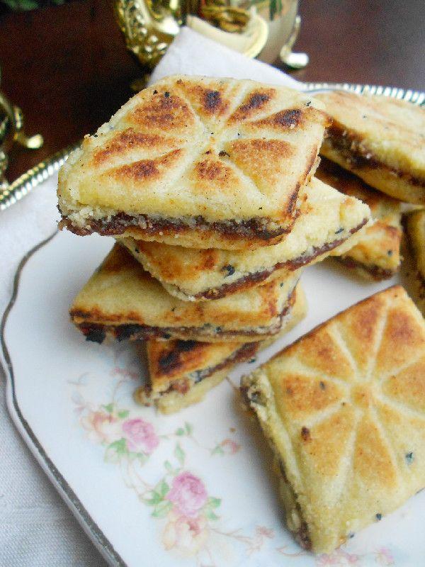 Bradj - Algerian Date Filled Semolina Cookies. Intrigued by the use of Habbatus Sauda/Nigella (black) seeds. 6c semolina 2c butter 13oz dates mmm
