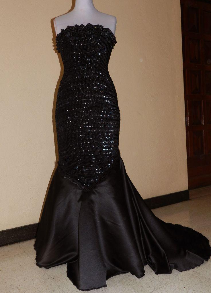 Les 25 meilleures id es concernant robe fourreau noire sur for Prix de la robe de lazaro