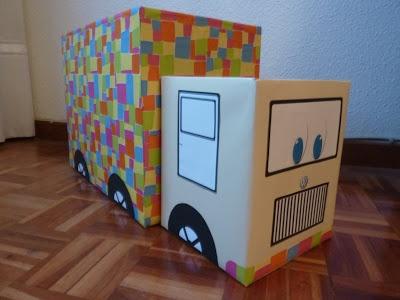 Hogar y vida cotidiana: Un camión hecho con cajas para guardar juguetes