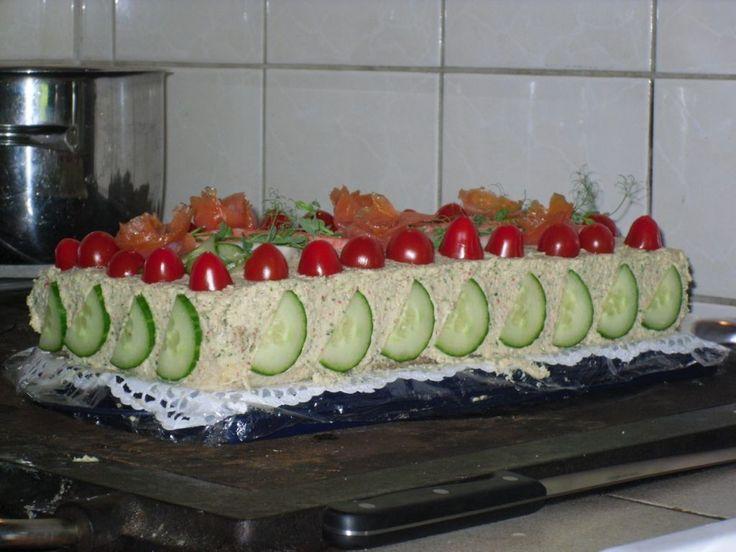Lohi-surimi voileipäkakku #ylioppilasjuhlat #valmistujaiset #juhlat