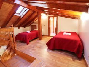 NOK 567 Apartamentos Good Stay Prado ligger i sentrum av Madrid, en 5-minutters gange fra jernbanestasjonen Atocha og kunstmuseet Prado.
