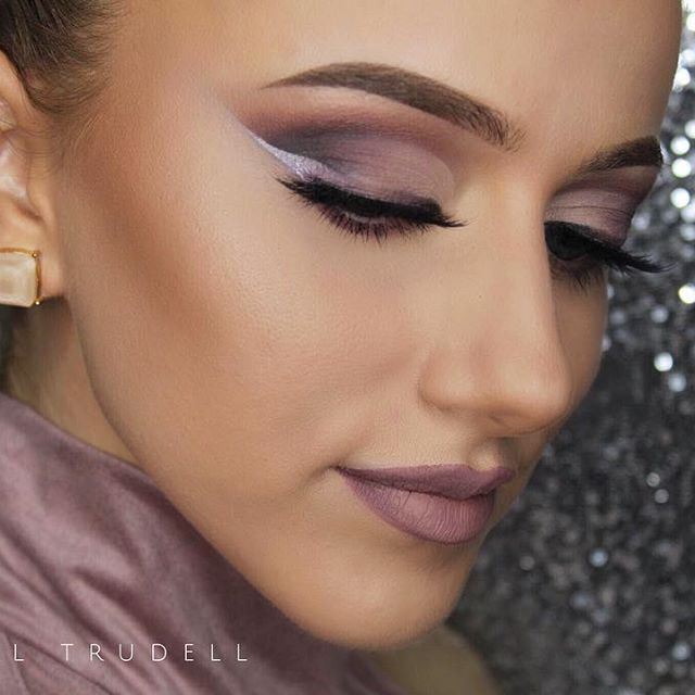 """Mauve ombré liner💜 Products used: @anastasiabeverlyhills Dipbrow Pomade in """"Medium Brown"""", @tartecosmetics White Gel Liner, @loraccosmetics Pro Palette 3 along with shadows from the @bhcosmetics x @carlibel Shadow/Highlight Palette, @eylureofficial x @vegas_nay """"Grand Glamour"""" Lashes, @hourglasscosmetics Stick Foundation, @toofaced Chocolate Solei Bronzer, @benefitcosmetics """"Watts up!"""" Cream Highlight w/ @lauragellerbeauty """"Gilded Honey"""" highlight on top. Lips are @nyxcosmetics Lingerie…"""