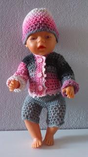 En liten blogg med mycket pyssel!: Virkade dockkläder till Baby Born.